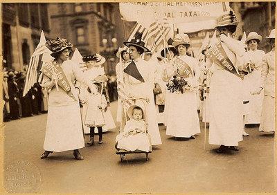 Défilé de suffragettes à New York le 6 mai 1912