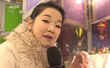 """Marie Palot, présentatrice du """"Nyusu Show"""". Capture écran de la vidéo ci-dessous."""