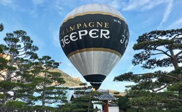 La montgolfière vue du Jardin Japonais de Monaco (c) Charlotte Longépé
