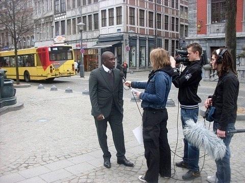Jean-Max Mayaka donne une interview tv à Liège. (c) DR