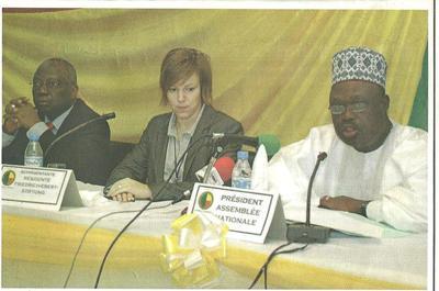 André Dassoundo, 1er Vice Président de l'Assemblée Nationale béninoise, la Représentante de la fondation Friedrich-Ebert-Stiftung (Cotonou), Uta Dirksen et le directeur de la CAPAN Virgile Akpovo