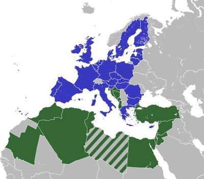 L'UPM le 13 juillet 2008 : en bleu les États membres de l'Union européenne, en vert les autres États riverains, la Jordanie et la Mauritanie, en rayé la Libye, État observateur au sommet de Paris. IIlustration: S.Solbergj