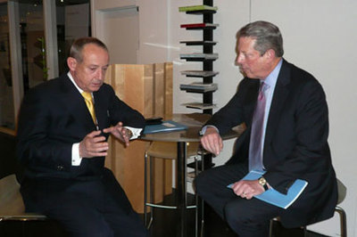 Yvo de Boer et Al Gore. Photo (c) Dan Shepard / UN