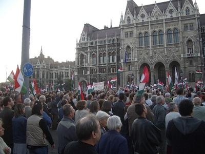 Octobre 2006, des manifestants exigent sans succès la démission du Premier ministre Ferenc Gyurcsany. Photo (c) CV