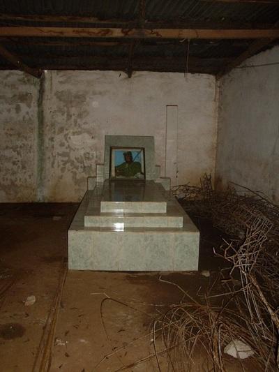 Une tombe érigée dans une concession à Akpro-Missérété à quelque 40 km de Cotonou. Photo (c) G.L.