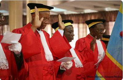 Des magistrats de la RDC en train de prêter serment