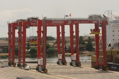 Des RTG livrés au port d'Abidjan grâce au partenariat avec Bolloré. Photo (c) DR