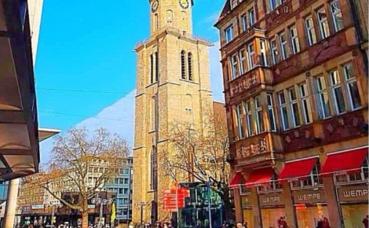 La vieille place du marché avec l'église St.-Reinold's. Photo prise par Sarah Barreiros.