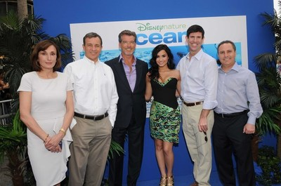 Maguy Maccario, Bob Iger, Pierce Brosnan, Demi Lovato, Rich Ross, Alan Bergman. Photo courtoisie
