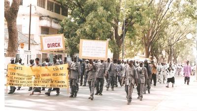 Les syndicats de travailleurs défilant (C) Elhadji Babacar MBENGUE