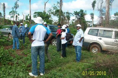 Arrivée de la délégation du CEPI à Mebomeyi. Photo (c) Joseph ETOAA