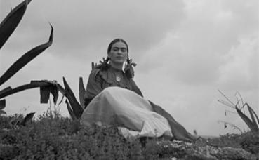 Frida Kahlo en 1937. Photo (c) Toni Frissell. Image du domaine public.
