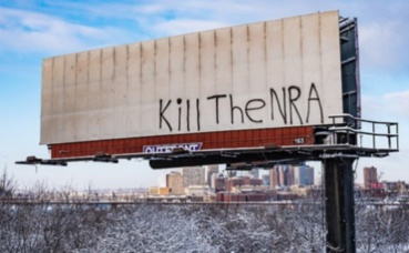 Graffiti contre la NRA. Photo (c) Tony Webster