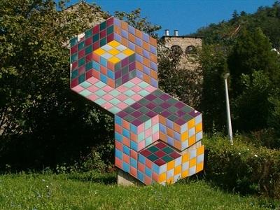 Œuvre de Vasarely à l'extérieur du musée de Pécs. Photo (c) DR