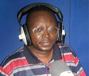 Floribert Chebeya dans les studios de Radio Okapi, en RDC. Photo (c) DR