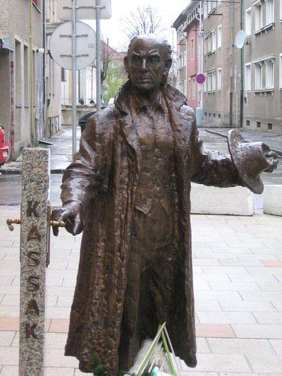 Statue  de Lajos Kassák dans sa ville natale, Pogány Péte, 25 août 2007 r