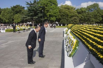 Ban Ki-moon au Memorial de la paix à Hiroshima. Photo (c) Eskinder Debebe / UN Photo