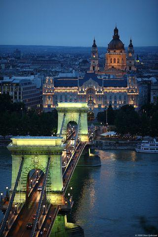 Le pont des Chaînes à Budapest, Il conte di Luna, de Brescia, le 8 août 2008