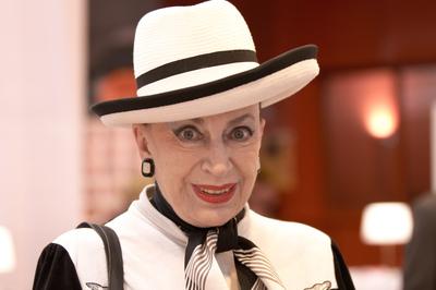 Geneviève de Fontenay au Salon du livre de Paris lors de la dédicace du livre L'Histoire secrète des Miss France. Photo (c) Georges Seguin