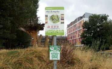 """Pancarte """"espace sans tabac"""" dans un parc strasbourgeois. Photo (c) PR"""