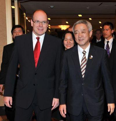 S.A.S. le Prince et du Ministre de l'environnement japonais, S.E.M. Ryu Matsumoto. Photo (c) Gaetan Luci / Palais Princier