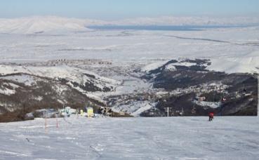 Piste de ski à Tsakhkadzor. Photo (c) Serouj Ourishian