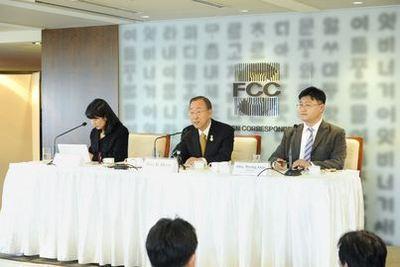La conférence de presse du mercredi 9 novembre. (c) UN Photo / Evan Schneider