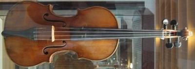 Violon d'Antonio Stradivari de 1703. Photo prise au Musée des Instruments de musique à Berlin, le 8 août 2006