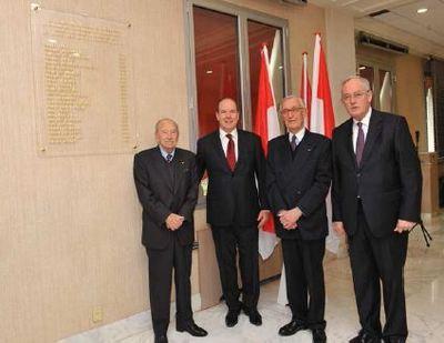 S.A.S. le Prince Souverain, entouré, de gauche à droite par LL.EE.MM. André Saint-Mleux et Patrick Leclerq, anciens Ministres d'Etat, et de S.E. M. Michel Roger. Photo (c) CDP