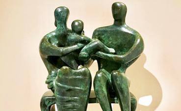 """""""Family group"""", bronze (1948) avec cette magnifique patine verte. Photo (c) Charlotte Service-Longépé"""