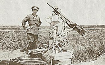 Robert W. Service sur le front près d'Amiens, 1915. (c) Charlotte Service-Longépé