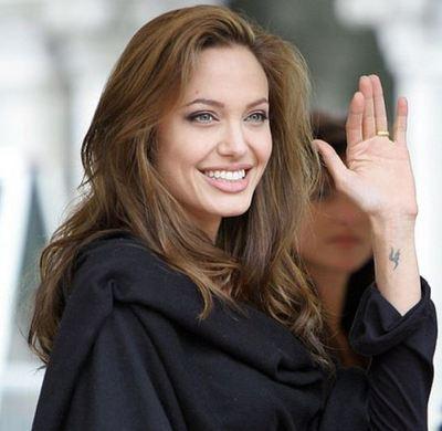 Angelina Jolie  (c) Meetdare