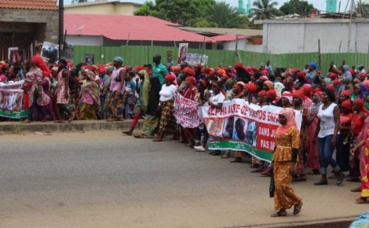 les femmes condamnent les tueries lors des manifestations en Guinée (c) Boubacar Barry