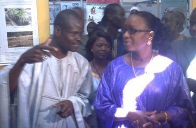 Mme Omou Khaïry Gueye SECK, ministre de l'Elevage accompagée du DG de l'ISRA (C) Elhadji Babacar MBENGUE