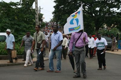 Manifestation des instituteurs dans les rues de Mamoudzou, chef lieu du département de Mayotte (c) E.Tusevo Diasamvu