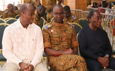 Le général Gilbert Diendéré au milieu. Photo (c) Pascal Ilboudo