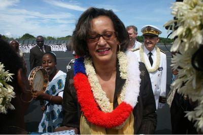 Marie Luce Penchard, ministre de l'Outre mer à son arrivée à l'aéroport de Pamandzi à Mayotte. (c) E. Tusevo Diasamvu