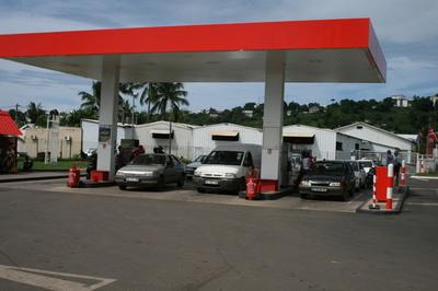 Station d'essence à Mayotte (c) Emmanuel Tusevo Diasamvu