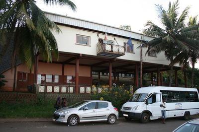 Lycée de Mamoudzou : façade principale (c) Emmanuel Tusevo Diasamvu