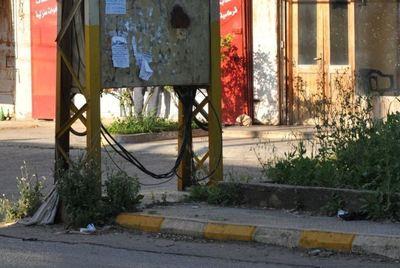 A travers l'électricité! Photo (c) Ibrahim Chalhoub.