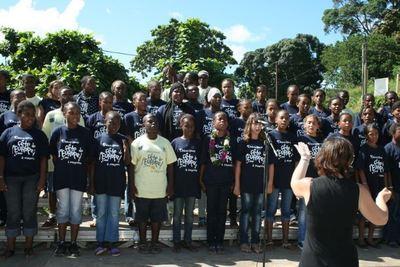 La chorale du collège de Ngombani - Mamoudzou chante La Marseillaise en shimaoré (la langue mahoraise) (c) E. Tusevo Diasamvu