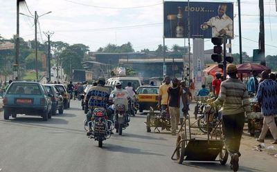 Scène de rue a Douala au Cameroun (c) Hypersite