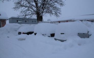 Voitures ensevelies par la neige à Isny (c) E. S. Bassène
