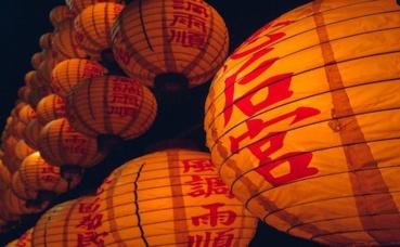 Lanternes chinoises illuminées. Photo (c) Tookapic