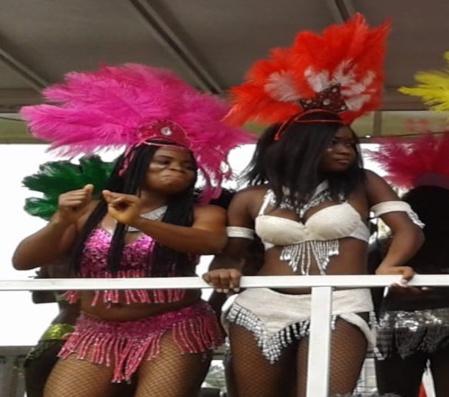 Carnavalières sur char (c) Elodie Flory