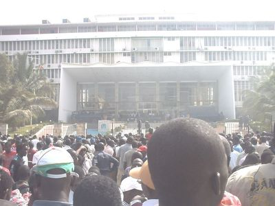 Manifestants devant l'Assemblée nationale le 23 juin(C) Elhadji Babacar MBENGUE