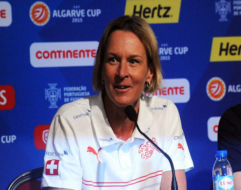 Martina Voss-Tecklenburg, sélectionneuse de l'équipe féminine  de football d'Allemagne. Photo d'Anders Henrikson, (commons.wikimedia.org)