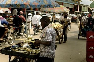 """Après la """"messe"""", les vendeurs ambulants entrent en scène (c) Jason T. Bailey , Wikipedia commons"""