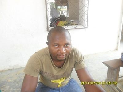 Un fidèle (c) M. Kouonedji