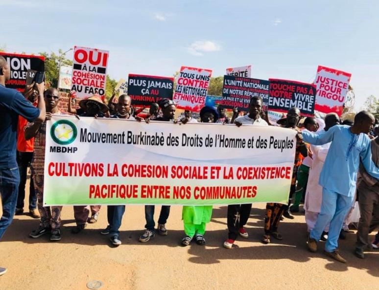 Banderole du MBDHP lors d'une marche à Ouagadougou (c) MBDHP